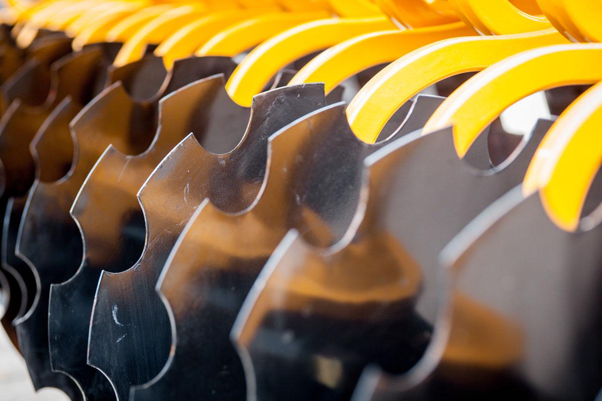 Machine agricole rilsan jaune